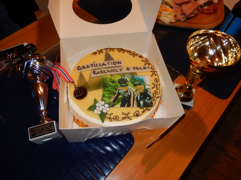 Pokale und Torte (tausend Dank)