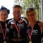Die Siegerinnen der Gäste Damenklasse Motz und Christine freuen sich mit Radlwolf