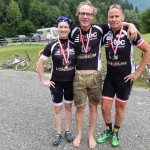 v.l. Siegerin der Damenklasse Motz, Loncium Chef Klaus Feistritzer Sieger Behindertenklasse C5 und Vizemeister Radlwolf