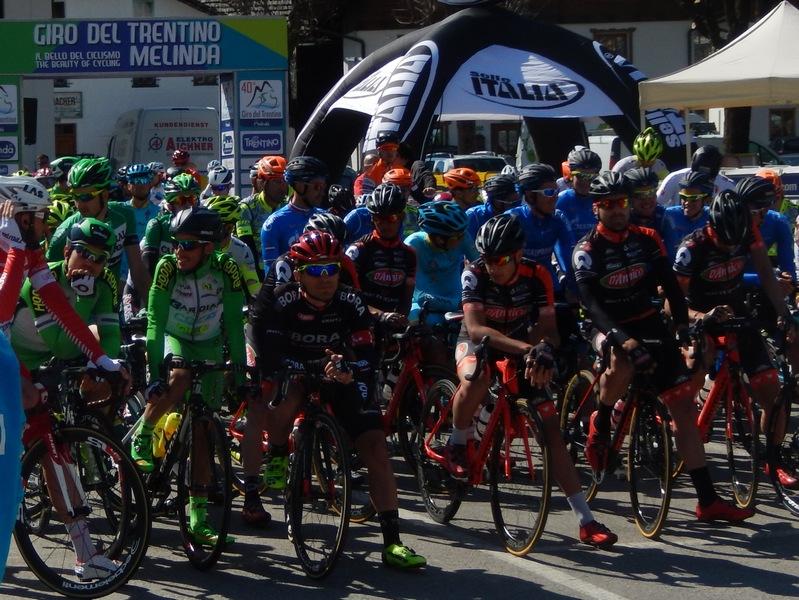 Die Rennfahrer warten auf den Start