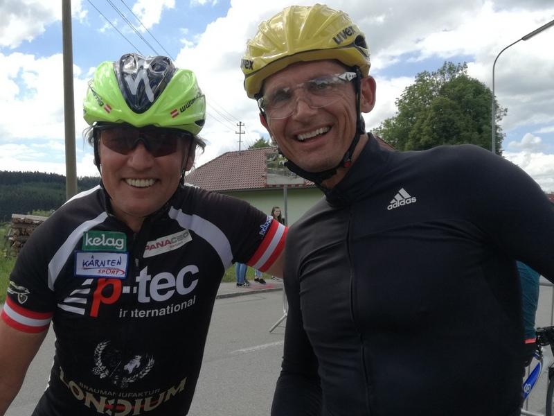 Radlwolf freut sich über das Treffen mit Michael Teuber (Bayern) er gewann 2004 bei den Paralympics in Athen Gold vor Radlwolf