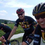 Ex-Radprofi Rene Haselbacher und Armin Assinger treten fest in die Pedale