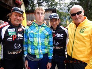 Radlwolf und Michi freuen sich mit Manuel und Papa Baldur Lenzhofer das sie beim für Manuel gefahrenen Radeln für den guten Zweck auch noch die Mittelzeitwertung gewonnen haben
