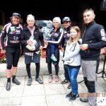 Ehrung des ältesten Teilnehmers Bruno Sepin 87 Jahre, v.l. Radlwolf, Bruno, Sabrina mit Anton, Michi, Lara und Ingo