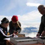 das Zeitnehmungsteam Harald Unterluggauer mit seinen Helferinnen Motz und Lara