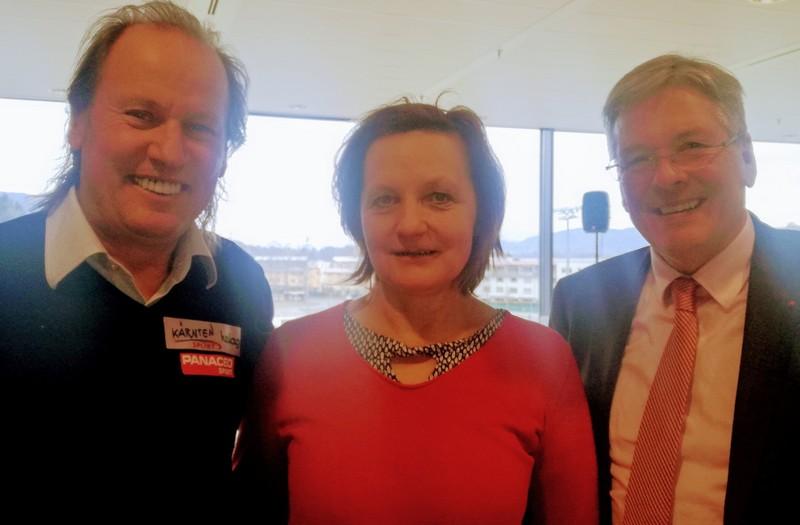 Landeshauptmann und Sportreferent Dr. Peter Kaiser mit Karin und Paralympic-Silbermedaillengewinner Wolfgang Dabernig