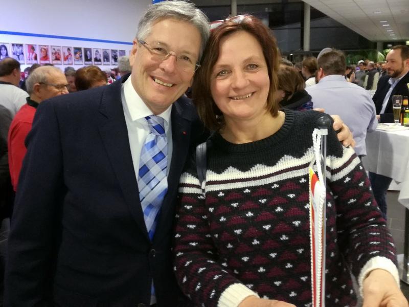 Landeshauptmann und Sportreferent Peter Kaiser mit Karin Franz