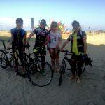 Karin freut sich mit den Radlern über die wunderschöne Radtour
