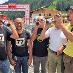 die Loncium Werkstrinker mit Fredi Schabschneider (er musste beim Biertrinken zuschauen) freuen sich auf den bevorstehenden Zieleinlauf ;-)