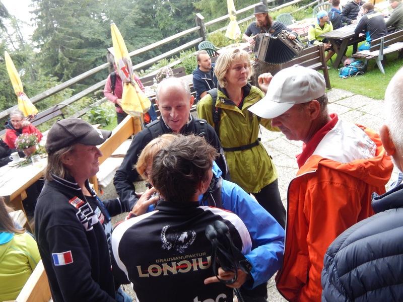 die Großeltern und Verwandschaft von Marius ist auch fleißig mitgewandert und freut sich mit Michi und Radlwolf über die tolle Veranstaltung