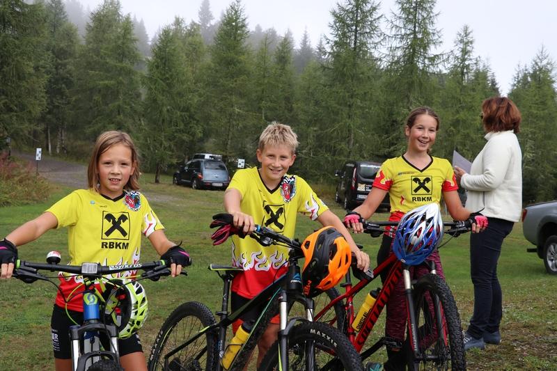 v.l. Konstanze jüngste Bikerin 8 Jahre, Fynn und Lucia vom OSK Team