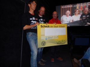 Michi, Radlwolf und Organisator Ronald Messics bei der Spendenübergabe, Danke, danke!