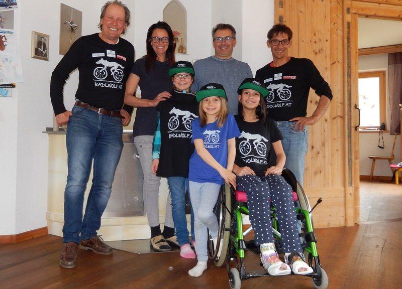 hinten: v.l. Radlwolf, Astrid und Gerald Kubin, Michi Kurz, vorne: Hannah, Carmen und Lorena Kubin; Foto: © Radlwolf