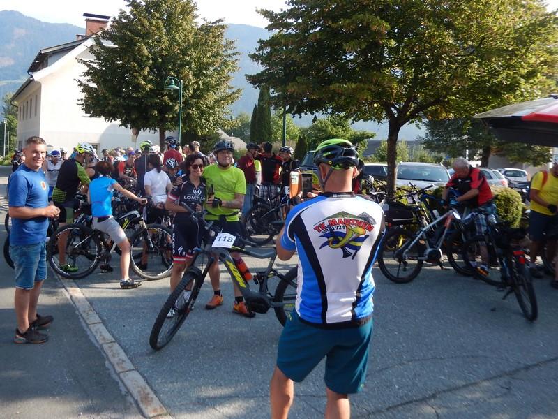 """Startvorbereitung für das """"5. Radeln, Laufen und Wandern für den guten Zweck"""