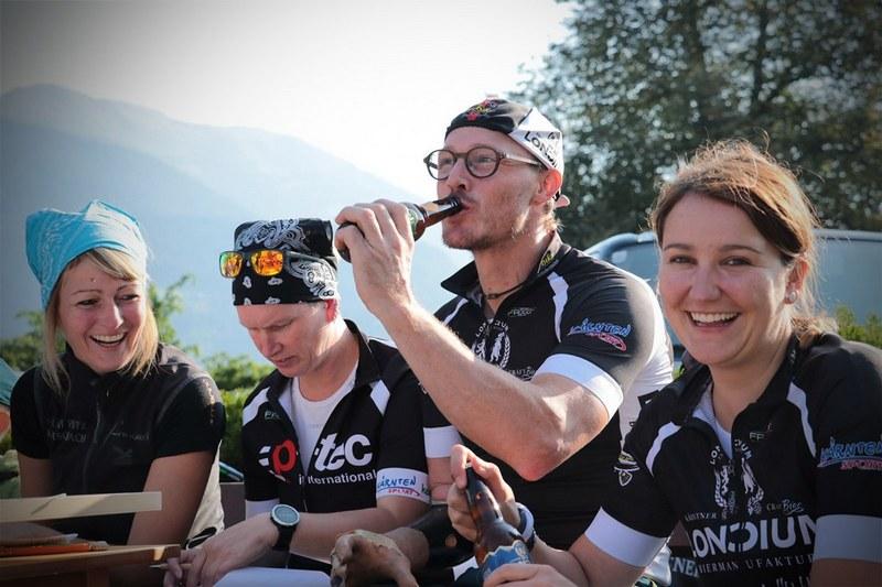 Sabrina, Motz, Klausi und Dani (Danke für die Mitarbeit und das Bier!)