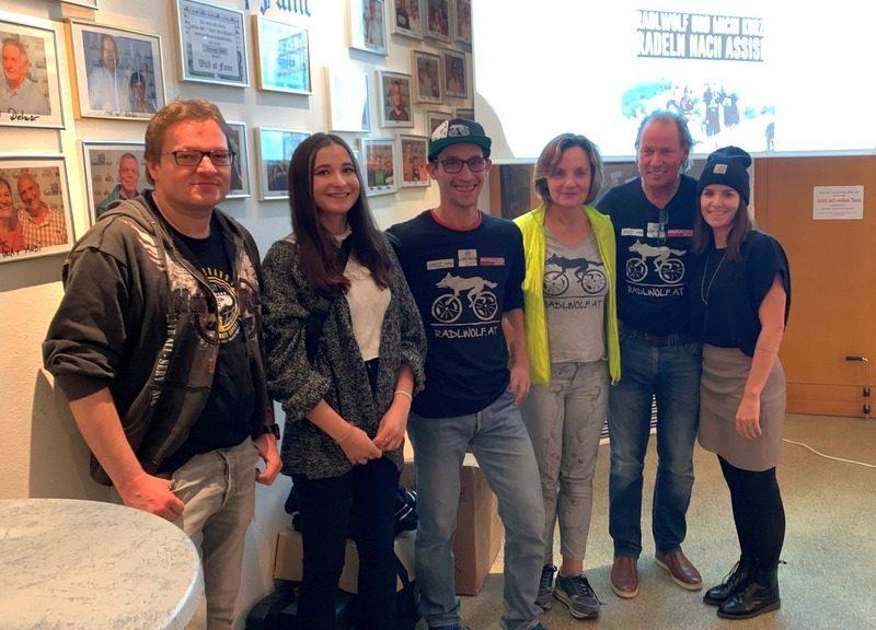 v.l. die Filmemacher Günther Schreibmajer und Lea Kurz, Michi Kurz, Karin Franz, Radllwolf und Betreuerin Nicole Böhlen