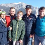 v.l. Mama Uschi Schnabl, Onkel Michael Schnabl, Special Olympics Athlet Felix Schnabl, Radlwolf und Ossi Jochum