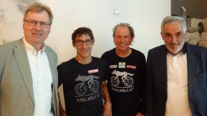 v.l. Rotary Cub Hermagor Präsident Dr. Hans Lederer, die beiden Paralympioniken Michael Kurz, Wolfgang Dabernig und Club Sekretär Armin Herzog.     Foto: © Hans Rogi
