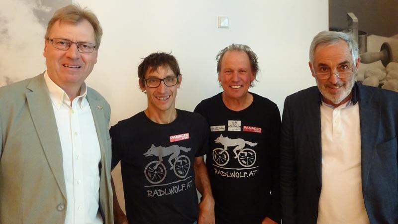 v.l. Rotary Cub Hermagor Präsident Dr. Hans Lederer, die beiden Paralympioniken Michael Kurz, Wolfgang Dabernig und Club Sekretär Armin Herzog