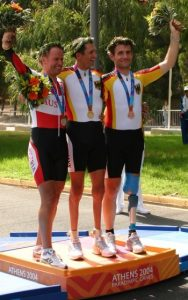 Siegerehrung Paralympics Athen 2004 v.l. Wolfgang Dabernig, Michael Teuber und Erich Winkler