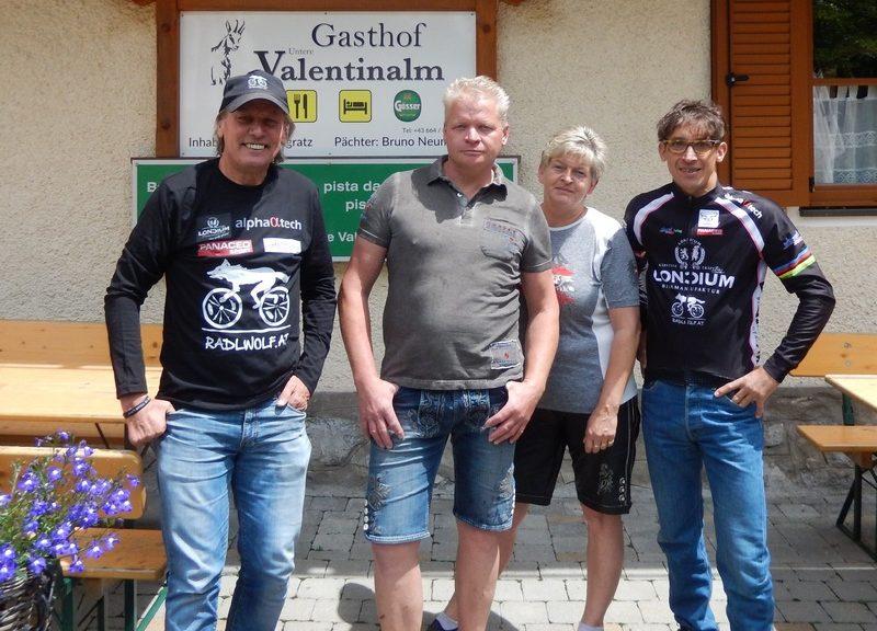 """Radlwolf, die Wirtsleute Bruno mit Anita und Michi Kurz freuen sich auf zahlreiche Teilnahme Teilnahme beim """"7. Radeln, Laufen und Wandern für den guten Zweck"""""""