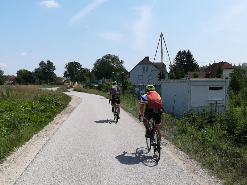 Radlwolf und Michi am Donauradweg, Foto: © Kurt Strobl