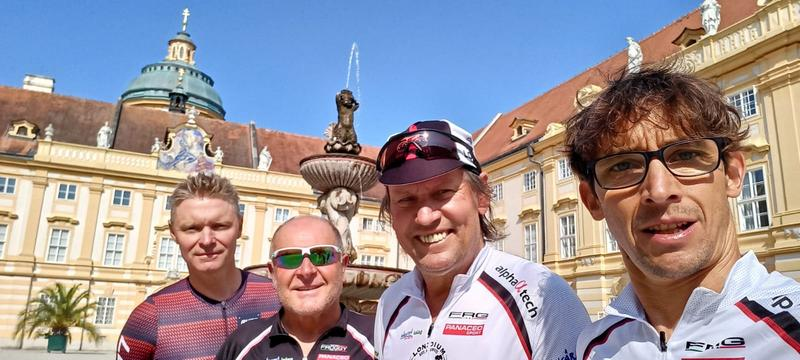 Franzi, Kurti, Wolfgang und Michi im Stift Melk, Foto: © Michi Kurz