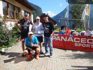 v.l. Radlwolf, Dominik Pacher, Alexander Radin und Michi Kurz bei der Spendenübergabe, Foto: © Karin Franz