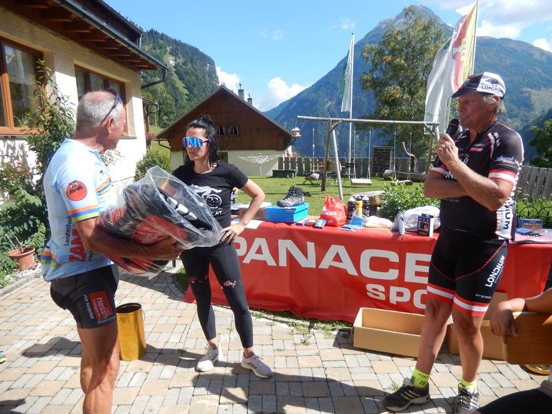 auch MTB Urgestein Siegi Hochenwarter freut sich über seinen Gewinn, Foto: © Karin Franz